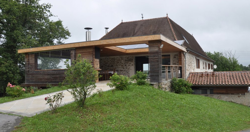 maison Azkena-terrasse extérieure