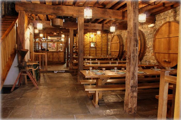 cidrerie ttipia-bayonne-salle avec tonneaux