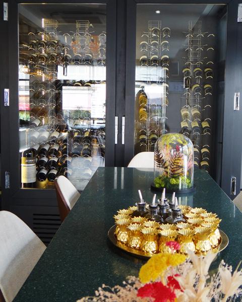 Hotel Cosmopolitain-cave à vin-Biarritz