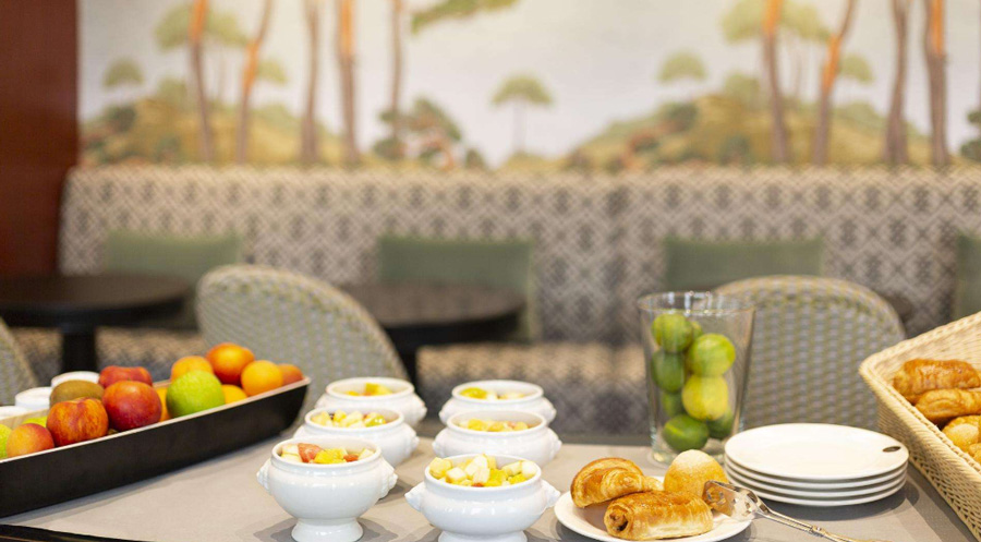 Grand tonic Hotel Biarritz-petit déjeuner LMB