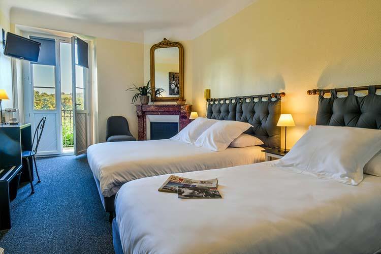 hotel-du-chene-itxassou-chambre-lit-double