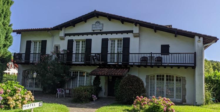 hotel-marie-eder-arcangues-facade