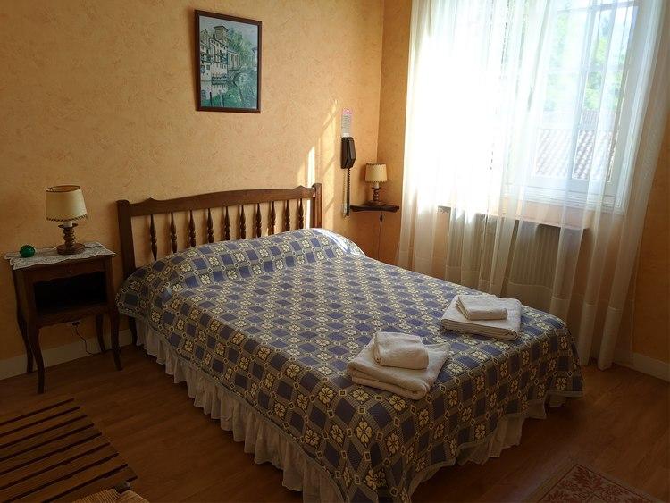 hotel-marie-eder-arcangues-lit-double-chambre