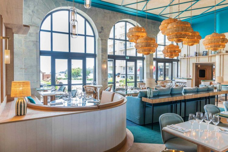 cafe-paris-biarritz-salle-restaurant-cafe-basque-sarah-lavoine