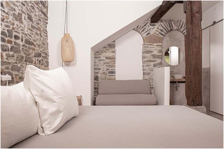 izal-landetxea-ferme-studio-chambre-lit