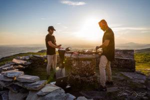Le duo de DJ Green & Red Biarritz mixe au sommet de la Rhune