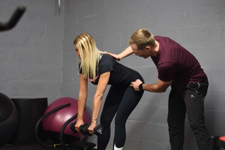 coach-prive-sport-femme-haltere