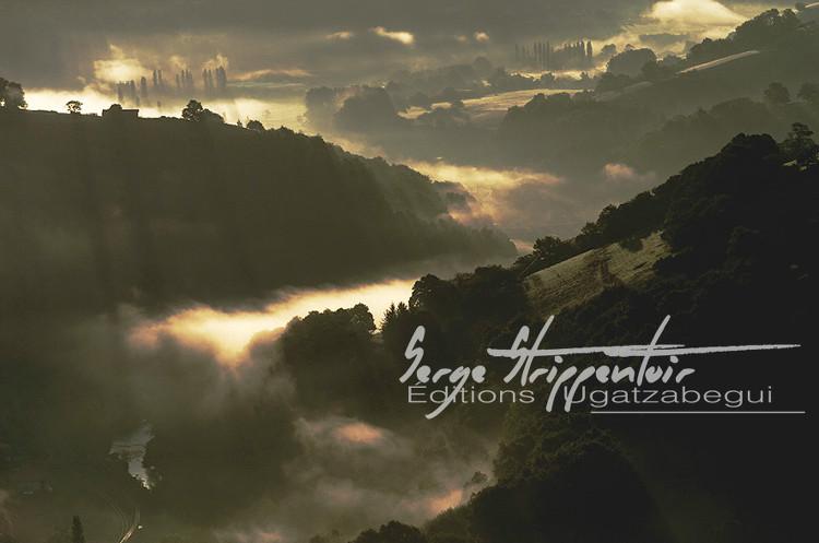 Paysages brumeux de montagnes par Serge Strippentoir, photographe professionnel