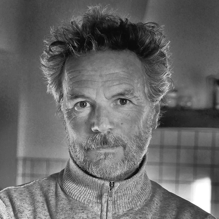 Portrait de Serge Strippentoir, photographe au Pays Basque