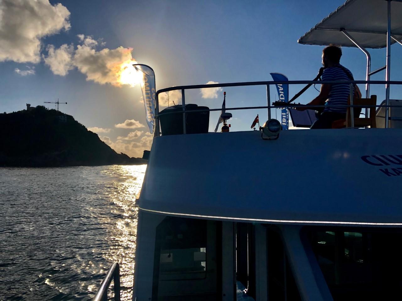 ciudad-san-sebastian-catamaran-promenade-concert
