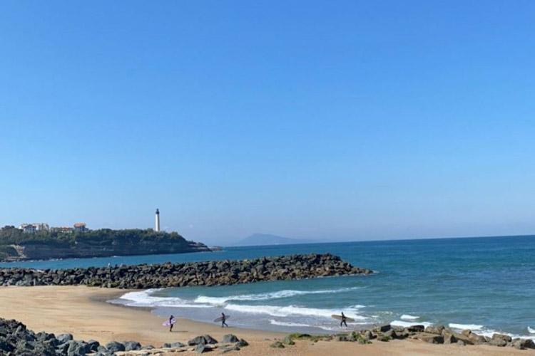 Plage de la chambre d'amour à Anglet, phare de biarritz