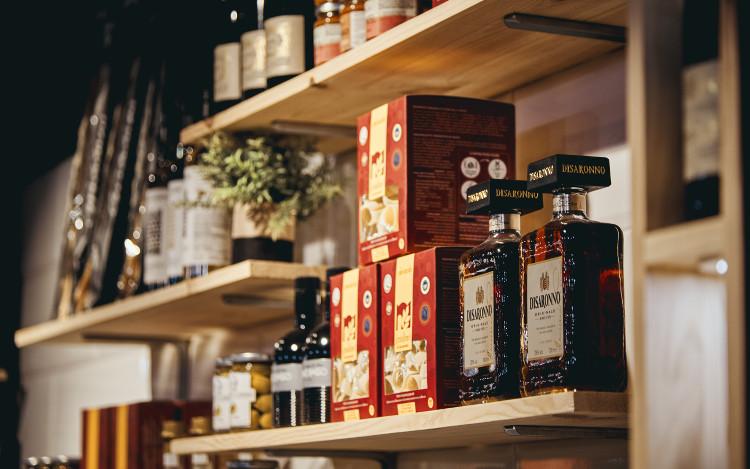 bouteilles au comptoir de Marcello