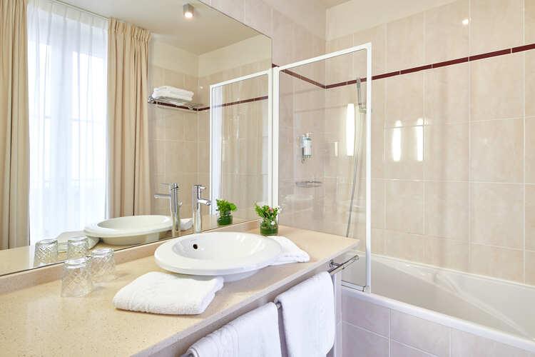 hotel-georges-VI-biarritz-salle-de-abin
