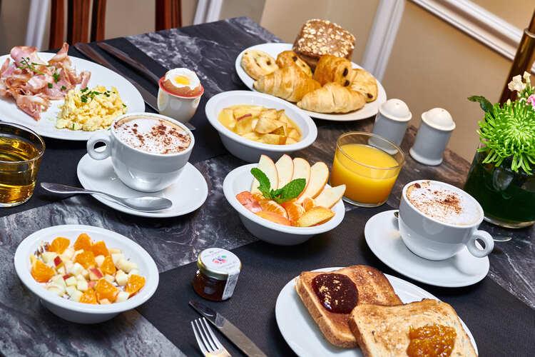hotel-georges-VI-biarritz-petit-dejeuner