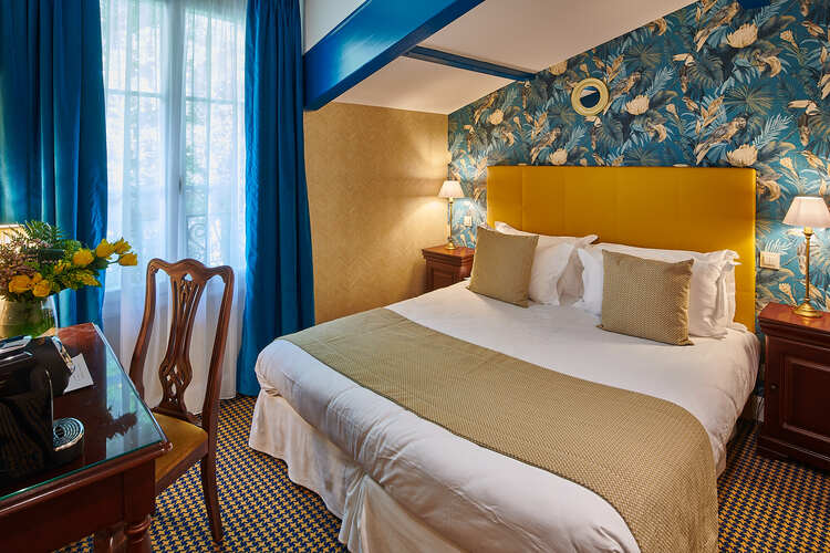 hotel-georges-VI-biarritz-chambre-bleu-jaune