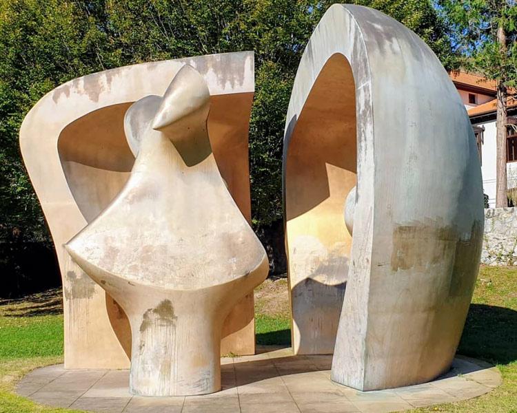 rande Figure dans un Refuge de Henry Moore