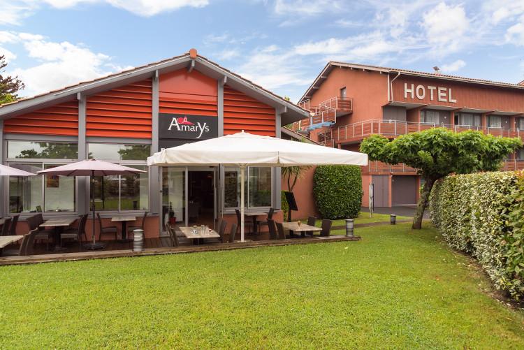 Les extérieurs du Sure Hotel Biarritz Aéroport et de son restaurant Amarys