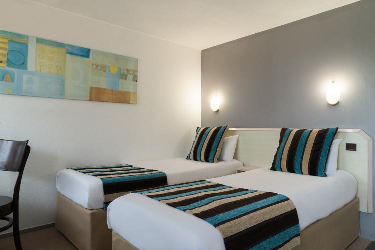 Chambre twin standard au Sure Hotel Biarritz Aéroport