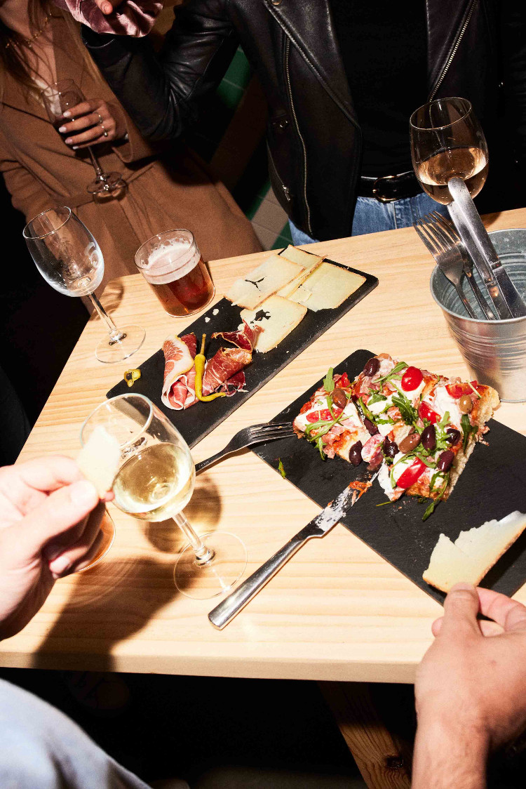 pizzas partagées aux Halles des Cinq Cantons Biltoki