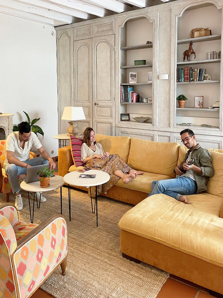 groupe dans le salon d'Ousite Bidart