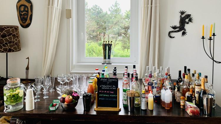 bouteilles et ingrédients pour l'atelier cocktail