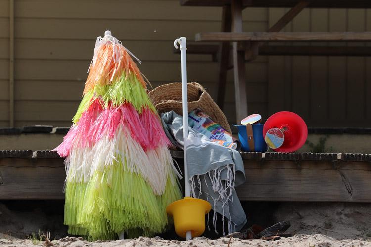 PoppyBeach fixation pied parasol