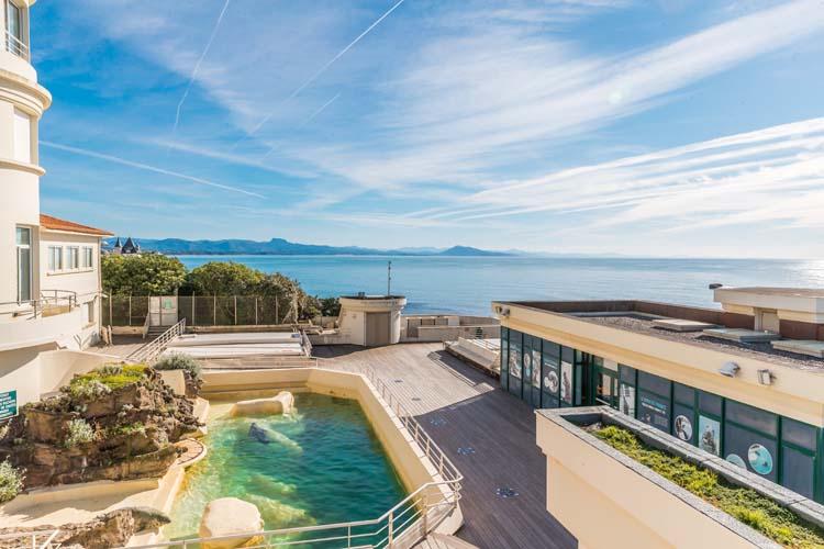 Rooftop Olatua Biarritz vue Pyrenees