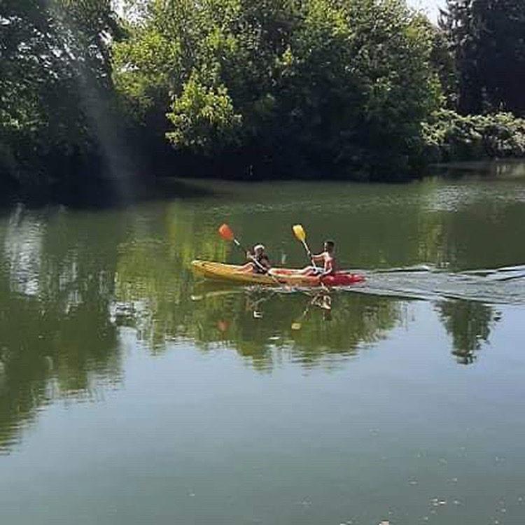 2 personnes pratiquant le canoë-kayak avec Nature Avent'ura 64