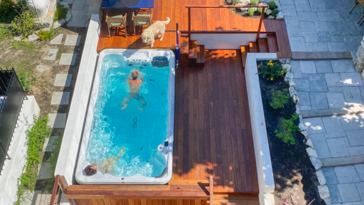 Bassin de nage à la Villa Ajna Yoga