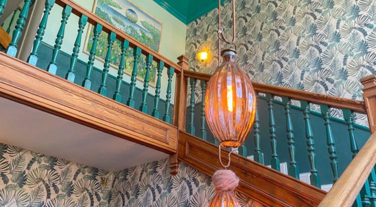 Cage d'escalier de la Villa Ajna Yoga
